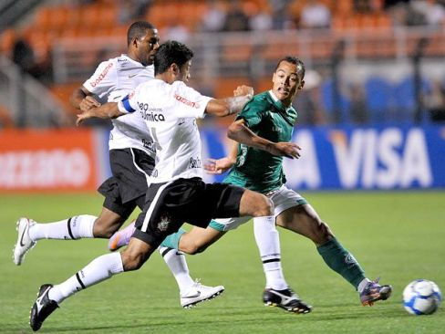 https://noticiasetvbrasil.files.wordpress.com/2013/03/corinthians3x1guarani-ricardomatsukawa-terra.jpg