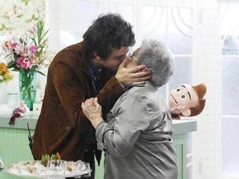 Chay Suede beija Palmirinha Onofre